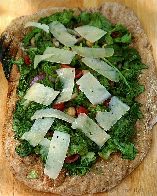 Grilled salad pizza from A little bit crunchy a little bit rock and roll