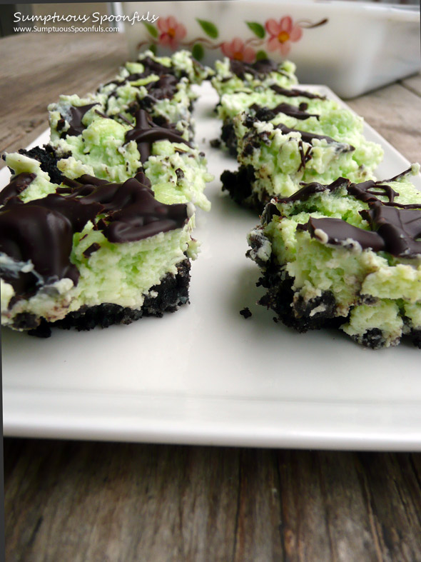 Oreo Shamrock Cheesecake Squares ~ Sumptuous Spoonfuls #cheesecake #bars #recipe