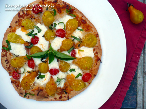 Margherita Button Pizza ~ Sumptuous Spoonfuls #pizza #recipe
