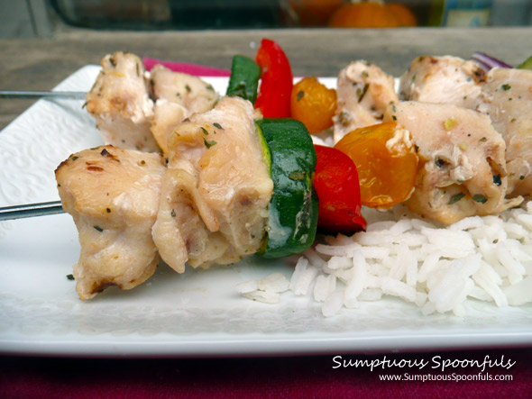 Garlic Greek Yogurt Chicken Kabobs ~ Sumptuous Spoonfuls #grilled #chicken #recipe