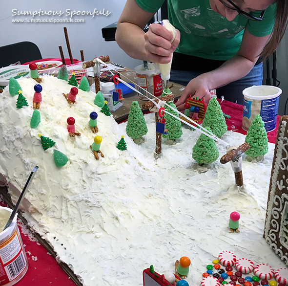 gingerbread-house-hill-2